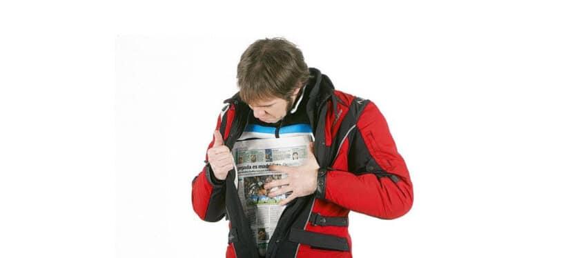 consejos no pasar frio moto papel periodico