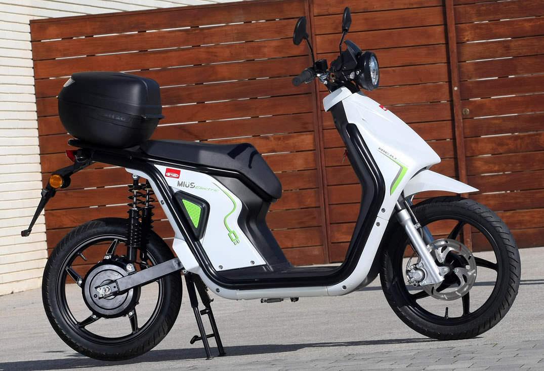 que necesitas saber antes de comprar moto electrica varios modelos