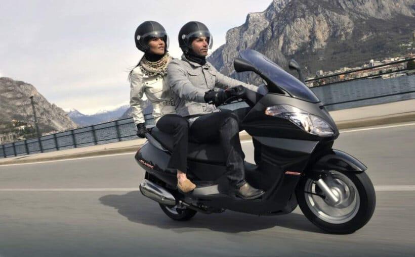 recomendaciones conducir scooter con pasajero