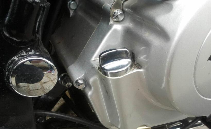 cambio aceite moto quitar tapon llenado