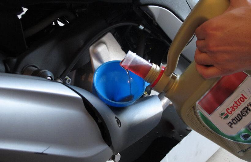 cambio aceite moto rellenar