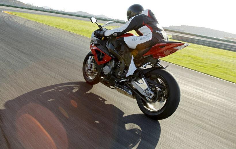 consejos conducir moto moderar velocidad