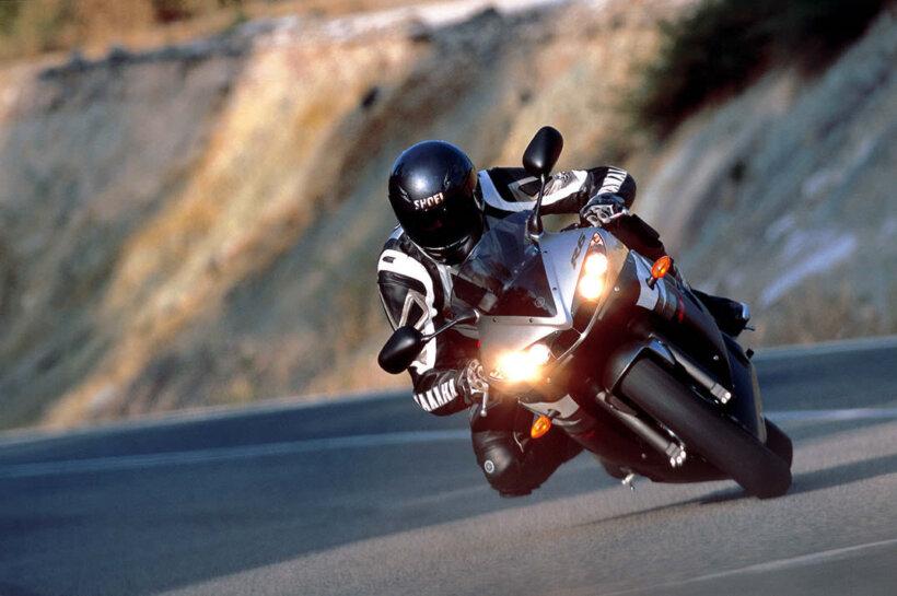 consejos conducir moto utilizar luces