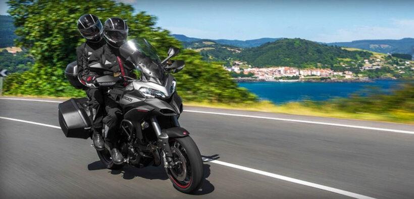 consejos conducir moto verano equipamiento adecuado