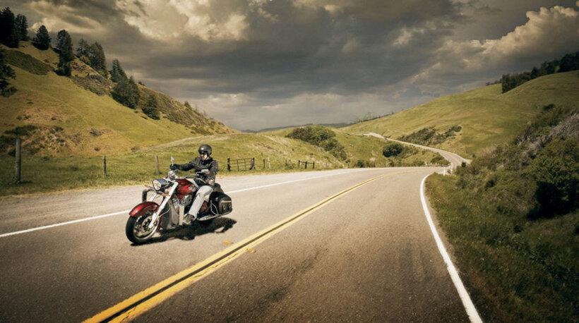 consejos conducir moto verano evitar horas calor