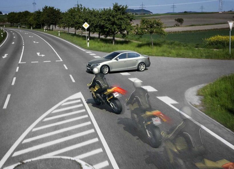 errores motoristas principiantes no prestar atencion resto vehiculos