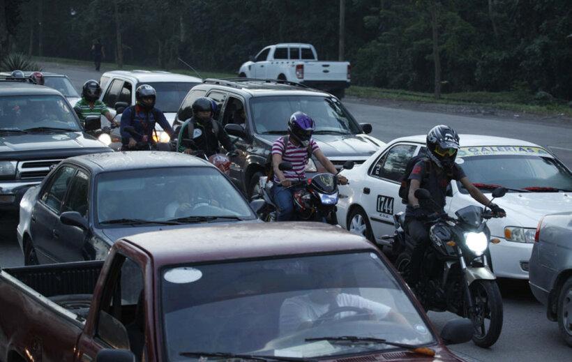 errores motoristas principiantes zigzag carretera
