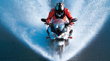 """Featured image for """"10 consejos para conducir una moto con lluvia"""""""