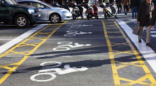 espacios carretera motos semaforo