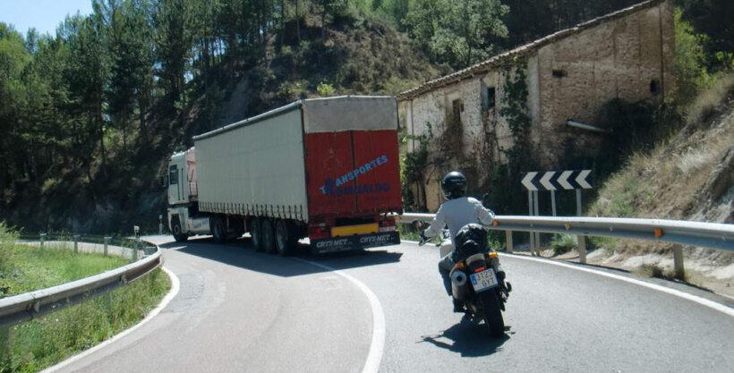 zonas peligro motoristas linea continua