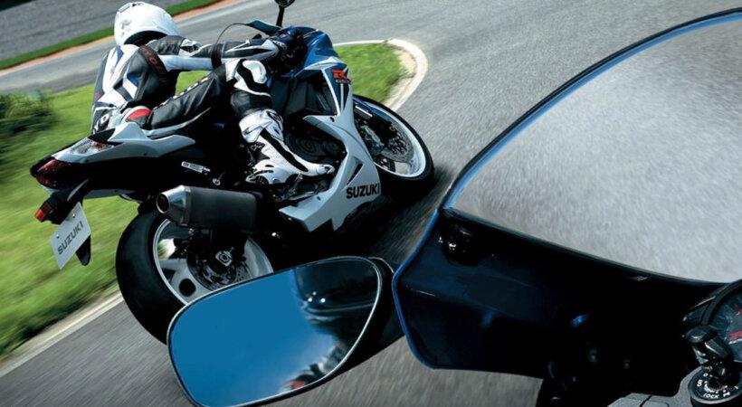 consejos aumentar visibilidad moto retrovisor